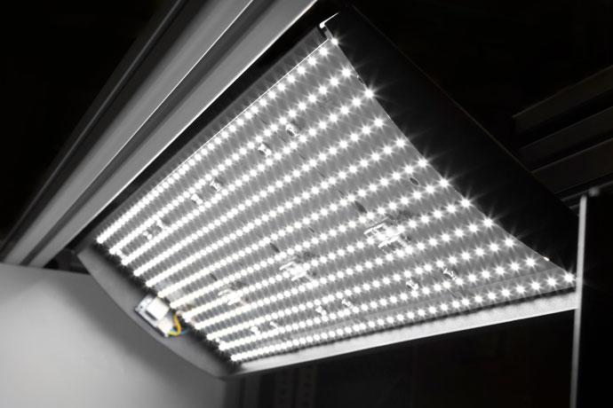 ハイエンドなLEDチップを使用し、色再現度の高いライティングが可能です