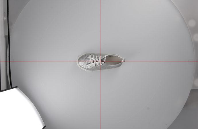 レーザーポインターを使用すれば被写体を中心に置く際に都度、画面を確認する必要がありません
